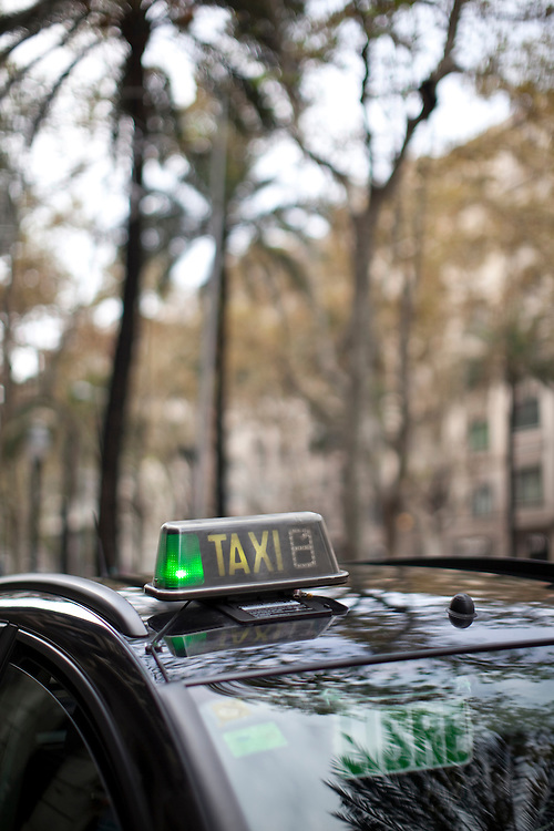 Free taxi in the Sant Gervasi neighbourhood, Barcelona, Catalonia, Spain.