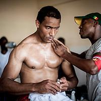 11/06/2013. Stade Iba Mar Diop, Dakar, Senegal. Le joueur Moussa Koita-Gros de l'équipe de rugby du Senegal reçoit un massage avant de disputer le premier match de la demi-finale de la Coupe d'Afrique des Nations B contre la Namibie. ©Sylvain Cherkaoui