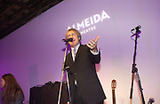 Griff Rhys Jones. The Almeida Theatre Charity Christmas Gala, to raise funds for the theatre, at the Victoria Miro Gallery, London.  1 December  2005. ONE TIME USE ONLY - DO NOT ARCHIVE  © Copyright Photograph by Dafydd Jones 66 Stockwell Park Rd. London SW9 0DA Tel 020 7733 0108 www.dafjones.com