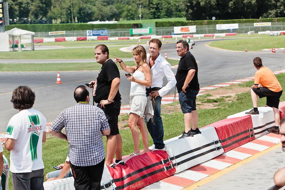 08 JUL 2011 - Lonato (Brescia) - Autodromo South Garda Karting - Rózsa Tassi (ex Miss Ungheria, ex attrice porno con lo pseudonimo di Rosa Caracciolo) con il marito Rocco Tano (in arte Rocco Siffredi)