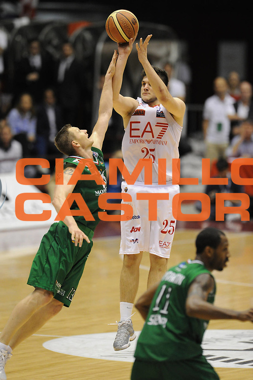 DESCRIZIONE : Milano Lega A 2011-12  EA7 Emporio Armani Milano Milano Finale scudetto gara 3<br /> GIOCATORE : Alessandro Gentile<br /> CATEGORIA : Tecnica<br /> SQUADRA : EA7 Emporio Armani Milano<br /> EVENTO : Campionato Lega A 2011-2012 Finale scudetto gara 3<br /> GARA :  EA7 Emporio Armani Milano Montepaschi Siena<br /> DATA : 13/06/2012<br /> SPORT : Pallacanestro <br /> AUTORE : Agenzia Ciamillo-Castoria/GiulioCiamillo<br /> Galleria : Lega Basket A 2011-2012  <br /> Fotonotizia : Milano Lega A 2011-12 EA7 Emporio Armani Milano Montepaschi Siena Finale scudetto gara 2<br /> Predefinita :