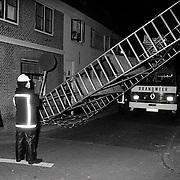 NLD/Weesp/19920523 - Stellage omvergevallen door storm in Weesp aan de Herengracht