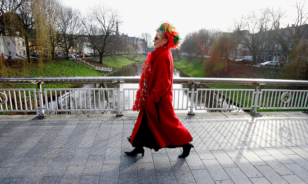 HOLLAND - 's-HERTOGENBOSCH. A lady on her way to carnival. PHOTO: GERRIT DE HEUS