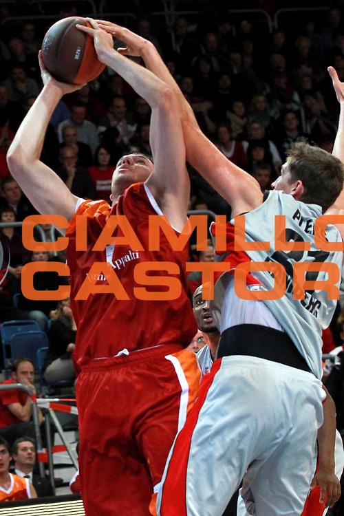 DESCRIZIONE : Bamberg Eurolega 2010-11 Brose Basket Lottomatica Virtus Roma<br /> GIOCATORE : Andrea Crosariol<br /> SQUADRA : Lottomatica Virtus Roma<br /> EVENTO : Eurolega 2010-2011<br /> GARA :  Brose Basket Lottomatica Virtus Roma<br /> DATA : 25/11/2010<br /> CATEGORIA : Tiro<br /> SPORT : Pallacanestro <br /> AUTORE : Agenzia Ciamillo-Castoria/D.Loeb<br /> Galleria : Eurolega 2010-2011<br /> Fotonotizia : Bamberg Eurolega Euroleague 2010-11 Brose Basket Lottomatica Virtus Roma<br /> Predefinita :