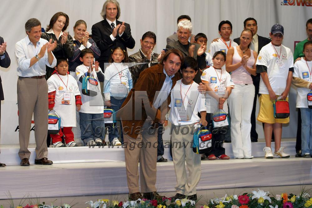 Pachuca, Hgo.- Emilio Azcarraga Jean, presidente de Televisa entrega auxiliares auditivos, beneficiando a 300 niños. Agencia MVT / J. Jorge Sanchez. (DIGITAL)<br /> <br /> <br /> <br /> <br /> <br /> <br /> <br /> NO ARCHIVAR - NO ARCHIVE