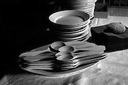Vajilla, y cucharas de madera. Photo @ Antonio Nodar/Imagenes Libres