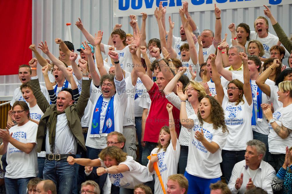 29-05-2011 BASKETBAL: PLAYOFF FINALE ZZ LEIDEN - GASTERRA FLAMES GRONINGEN: LEIDEN<br /> Publiek support voor ZZ Leiden<br /> &copy;2011-WWW.FOTOHOOGENDOORN.NL / Peter Schalk