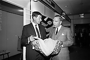 05/04/1965<br /> 04/05/1965<br /> 05 April 1965<br /> Second Irish Export Fashion Fair opened at the Intercontinental Hotel, Dublin. Mr. Brian Blennerhasset, Managing Director of Dorothy Pinnock and Co. Ltd. with American knitwear buyer, Mr. Kirk Underhill, Chairman, Robert Kirk Ltd., the European Goods Store in San Francisco, as they discuss business at the Pinnock Knitwear stand at the fair.