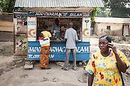 Repubblica Democratica del Congo e Repubblica Centrafricana, 2012<br /> Lavorare in Africa<br /> Farmacia nel villaggio di Zongo, in RDC<br /> <br /> Democratic Republic of Congo and Central African Republic, 2012<br /> Working in Africa<br /> Drugstore in the town of Zongo, in DRC