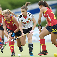 MONCHENGLADBACH - Junior World Cup<br /> Pool D: Germany - Spain<br /> photo: Lea Stoeckel (white), Andrea Guerra (red, left) and Xantal Gine (red, right).<br /> COPYRIGHT  FFU PRESS AGENCY/ FRANK UIJLENBROEK