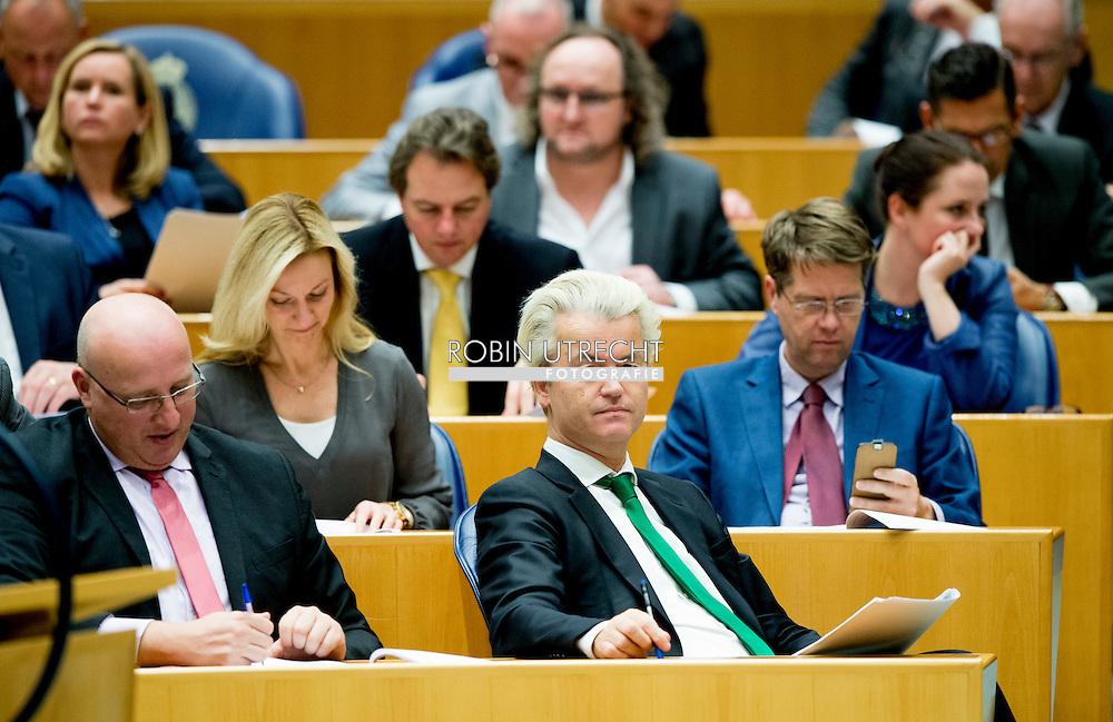 DEN HAAG - Dion Grauss ,   pvv fractie met geert wilders in de banken van de tweede kamer . Sietse Fritsma , Martin Bosma , Harm Beertema , Lilian Helder , Machiel de Graaf , Raymond de Roon , Reinette Klever , Dion Grauss , Fleur Agema , Barry Madlener , Teun van Dijck PVV fractievoorzitter Geert Wilders vlak voor de stemmingen in de kamer. Tweede Kamerleden tijdens de Stemmingen in de Tweede Kamer waar donderdagavond een lange lijst wordt afgewerkt<br />  , Copyright robin utrecht