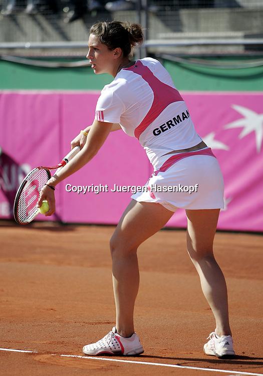 Fed Cup Germany - Croatia , ITF Damen Tennis Turnier in Fuerth, Wettbewerb der Mannschaft von Deutschland gegen Kroatien, Andrea Petkovic (GER), Fed Cup Debut, GERMANY Schriftzug auf dem Ruecken,<br />Foto: Juergen Hasenkopf<br />B a n k v e r b.  S S P K  M u e n ch e n, <br />BLZ. 70150000, Kto. 10-210359,<br />+++ Veroeffentlichung nur gegen Honorar nach MFM,<br />Namensnennung und Belegexemplar. Inhaltsveraendernde Manipulation des Fotos nur nach ausdruecklicher Genehmigung durch den Fotografen.<br />Persoenlichkeitsrechte oder Model Release Vertraege der abgebildeten Personen sind nicht vorhanden.