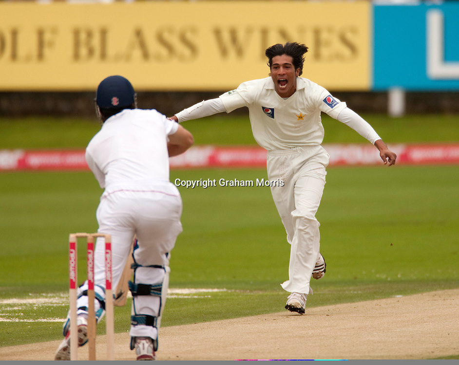 Mohammad Amir celebrates taking the wicket of Alastair Cook during the final npower Test Match between England and Pakistan at Lord's.  Photo: Graham Morris (Tel: +44(0)20 8969 4192 Email: sales@cricketpix.com) 27/08/10