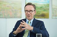 19 JUL 2016, BERLIN/GERMANY:<br /> Matthias Wissmann, Praesident Verband der Automobilindustrie, VDA, waehrend einem Interview, Geschaeftsräume des VDA<br /> IMAGE: 20160719-01-043