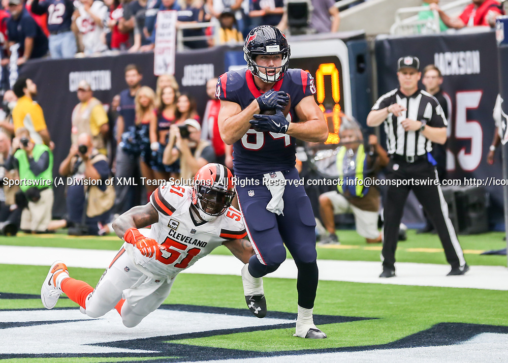 HOUSTON, TX - OCTOBER 15:  Houston Texans tight end Ryan Griffin (84) scores a touchdown in the second quarter of the football game between the Cleveland Browns and Houston Texans on October 15, 2017 at NRG Stadium in Houston, Texas.  (Photo by Leslie Plaza Johnson/Icon Sportswire)