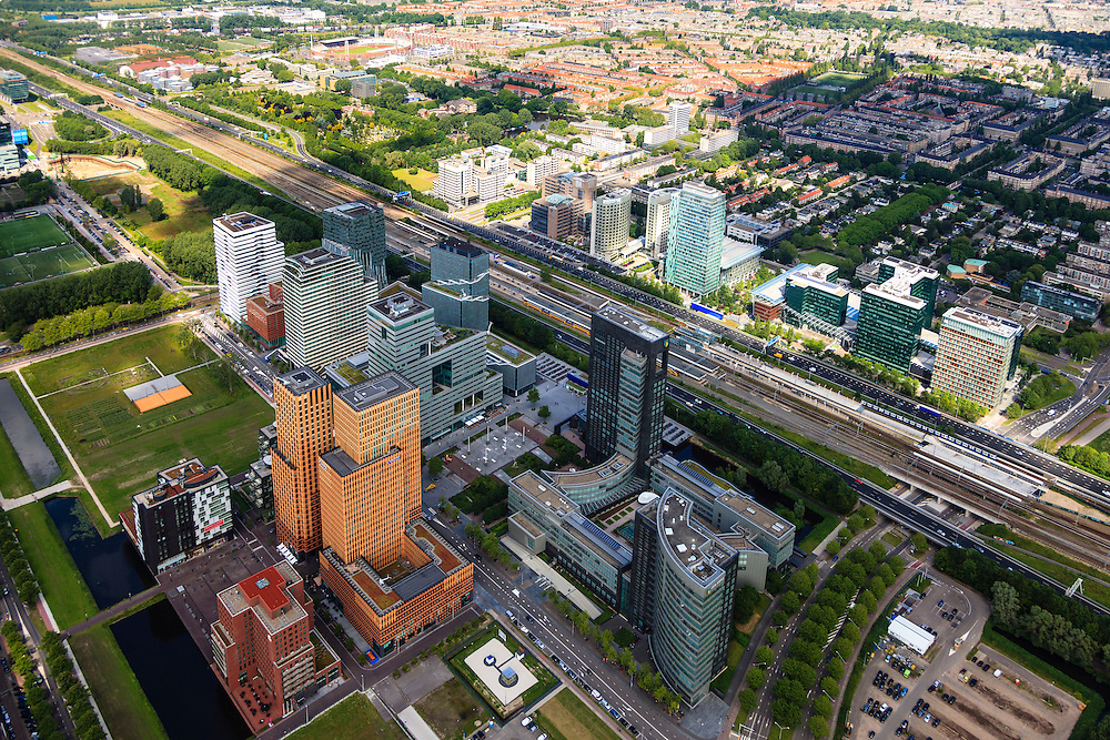 Nederland, Noord-Holland, Amsterdam, 14-06-2012; ZIcht op de Zuidas met ring A10,  Prinses Irenebuurt in de achtergrond. .View on financial district of Amsterdam. The A10 ringroad runs between the high-rise offices.  .luchtfoto (toeslag), aerial photo (additional fee required).foto/photo Siebe Swart