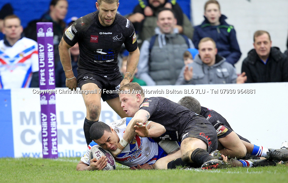 PICTURE BY CHRIS MANGNALL /SWPIX.COM...<br /> Rugby League - Super League -  Wakefield Wildcats v Widnes Vikings - Belle Vue Stadium Wakefield, England  - 07/02/16<br /> Wakefield's second try scored by Reece Lyne tackled by Widnes's Kevin Brown