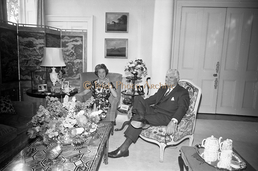 19/08/1966<br /> 08/19/1966<br /> 19 August 1966<br /> United States Ambassador's residence, Phoenix Park, Dublin. Mr. raymond Guest and Mrs Caroline Guest in the Drawing room.