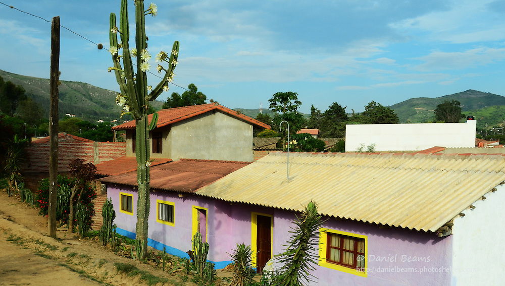 Dirt street and houses in Samaipata, Santa Cruz, Bolivia