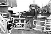 Nederland, Zeeland, 15-1-1986<br /> De hoogwaterkering, stormvloedkering, oosterscheldekering in de oosterschelde in de eindfase voor de oplevering. In oktober zal de opening, ingebruikname plaatsvinden.<br /> Foto: Flip Franssen/Hollandse Hoogte