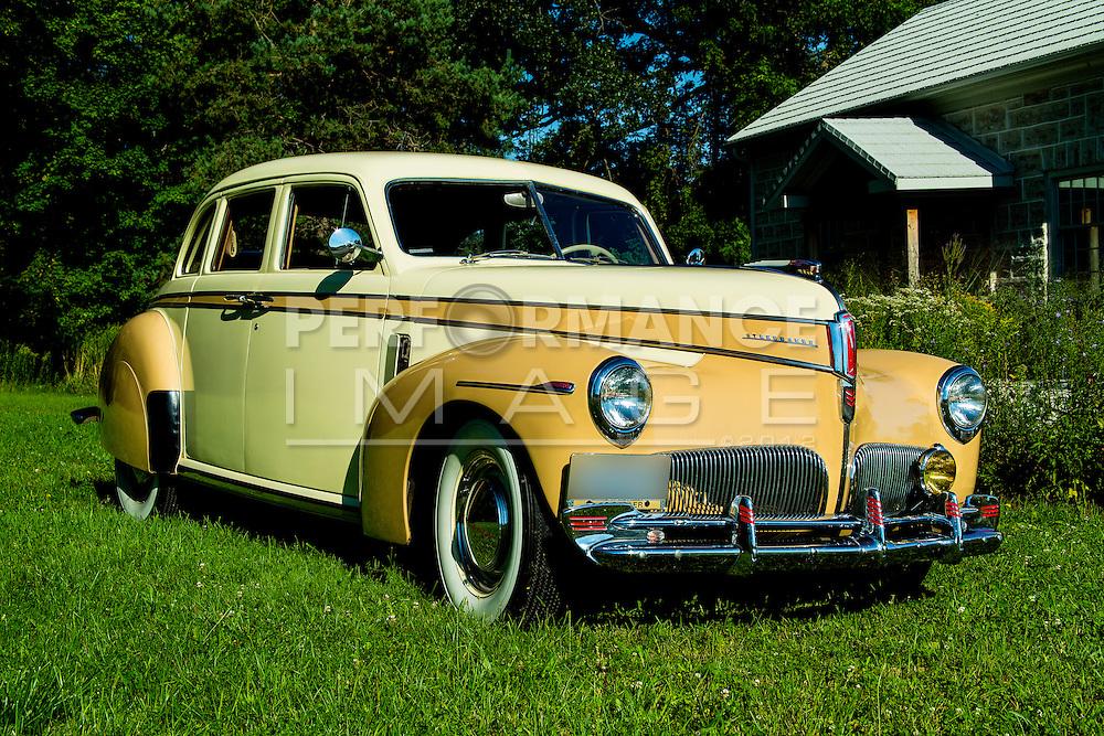 1941 Studebaker Commander Delux-Tone Cruising Sedan