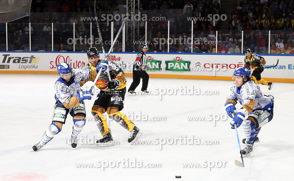 16.09.2012, Amphitheater, Pula, CRO, EBEL, Ice Fever, KHL Medvescak Zagreb vs UPC Vienna Capitals, 04. Runde, im Bild Spielszene // during the Erste Bank Icehockey League 04th Round match betweeen KHL Medvescak Zagreb and UPC Vienna Capitals at the Amphitheater, Pula, Croatia on 2012/09/16. EXPA Pictures © 2012, PhotoCredit: EXPA/ Pixsell/ ATTENTION - OUT OF CRO, SRB, MAZ, BIH and POL *****
