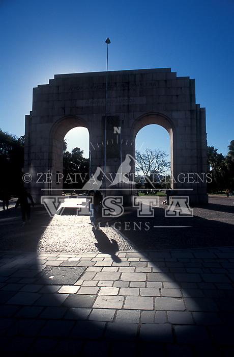Monumento ao Expedicionario no Parque Farroupilha (ou Parque da Redencao) em Porto Alegre, Rio Grande do Sul, Brasil. foto de Ze Paiva/Vista Imagens
