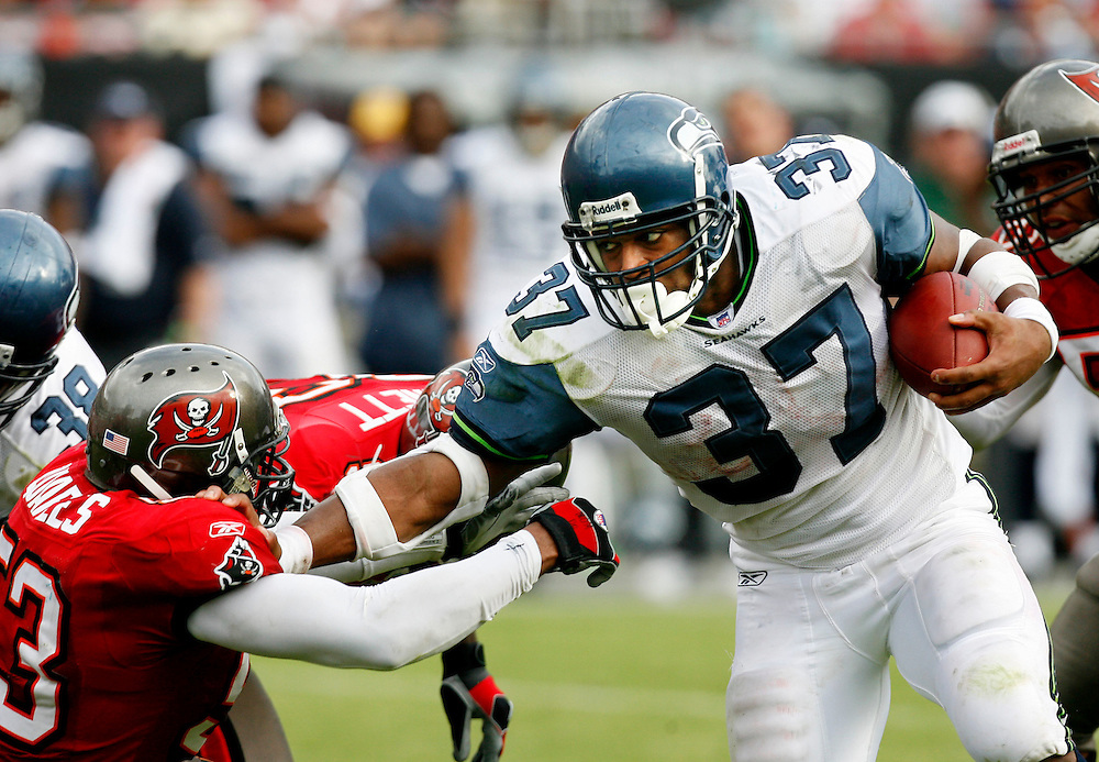 Seattle Seahawks running back Shaun Alexander, right, stiff arms Tampa Bay Buccaneers' Shelton Quarles while advancing the ball during the third quarter of their NFL football game on Sunday, December 31, 2006 in Tampa, Fla.  (AP Photo/Scott Audette)<br />