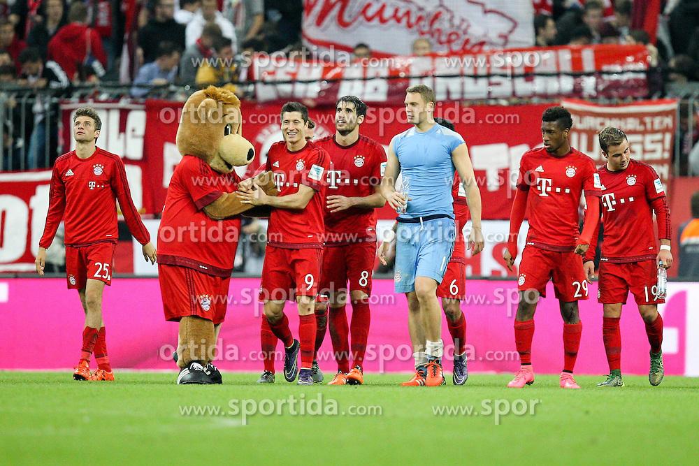 04.10.2015, Allianz Arena, Muenchen, GER, 1. FBL, FC Bayern Muenchen vs Borussia Dortmund, 8. Runde, im Bild l-r: Schlussjubel, Thomas Mueller #25 (FC Bayern Muenchen), Robert Lewandowski #9 (FC Bayern Muenchen), Javi Martinez #8 (FC Bayern Muenchen), Manuel Neuer #1 (FC Bayern Muenchen), Kingsley Coman #29 (FC Bayern Muenchen) // during the German Bundesliga 8th round match between FC Bayern Munich and Borussia Dortmund at the Allianz Arena in Muenchen, Germany on 2015/10/04. EXPA Pictures &copy; 2015, PhotoCredit: EXPA/ Eibner-Pressefoto/ Kolbert<br /> <br /> *****ATTENTION - OUT of GER*****