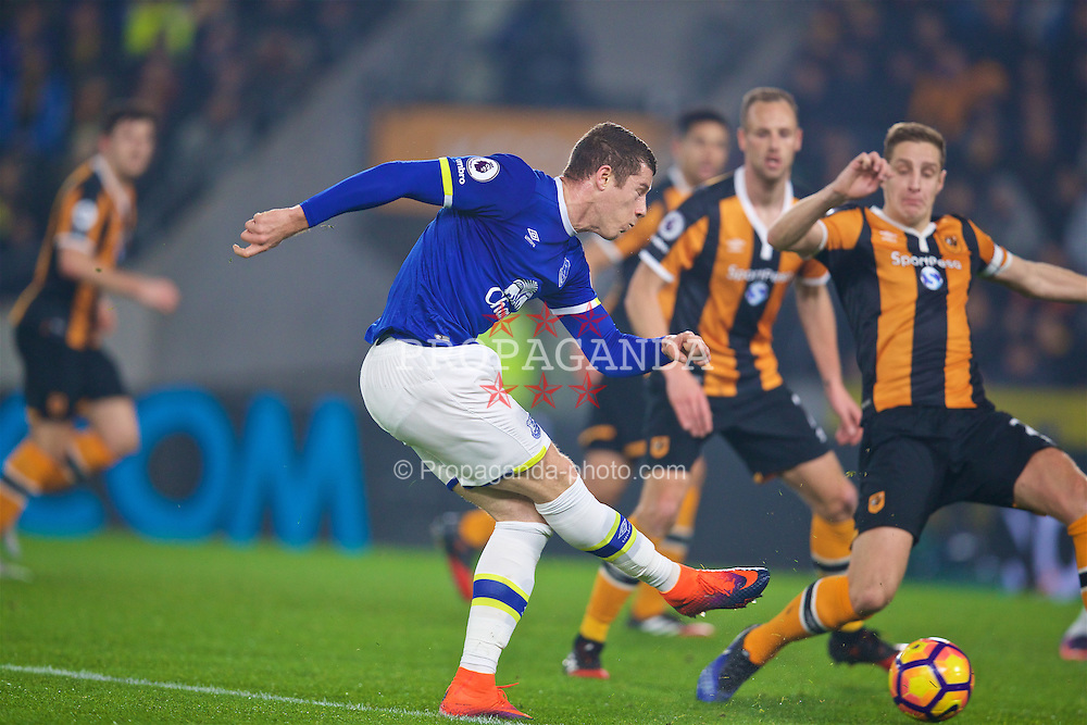 KINGSTON-UPON-HULL, ENGLAND - Friday, December 30, 2016: Everton's Ross Barkley in action against Hull City during the FA Premier League match at the KCOM Stadium. (Pic by David Rawcliffe/Propaganda)