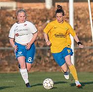 FODBOLD: Ika Nimb (Ølstykke FC) følges af Sarah Krogager (Herlufsholm GF) under kampen i Sjællandsserien mellem Ølstykke FC og Herlufsholm GF den 9. april 2019 på Ølstykke Stadion. Foto: Claus Birch