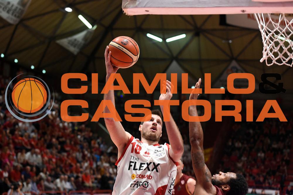 Daniele Magro<br /> The Flexx Pistoia Umana Reyer Venezia<br /> Lega Basket Serie A 2016/2017<br /> Playoff Quarti di finale Gara 4<br /> Pistoia 19/05/2017<br /> Foto Ciamillo-Castoria