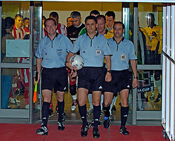 10-03-2005 VOETBAL: UEFA CUP: OLYMPIACOS PIREAUS-NEWCASTLE UNITED: ATHENE<br /> In een beladen wedstrijd wint Newcastle met 3-1 van het griekse Olympiacos - hoofdrol voor scheidsrechter Arturo Dauden Ibanez die twee rode kaarten gaf aan griekse spelers georgatos en kostoulas <br /> &copy;2005-WWW.FOTOHOOGENDOORN.NL