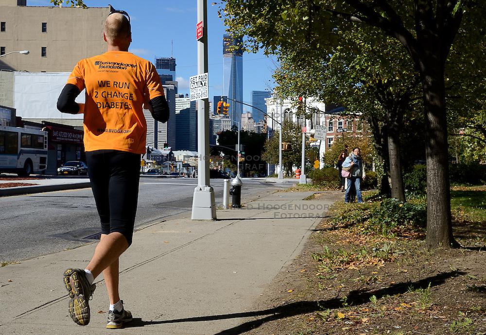 04-11-2012 ALGEMEEN: BVDGF NY MARATHON: NEW YORK<br /> De lopers van de BvdGf hebben vandaag hun eigen route gelopen langs de Hudson, Brooklyn Bridge een Manhattan Bridge / <br /> &copy;2012-FotoHoogendoorn.nl