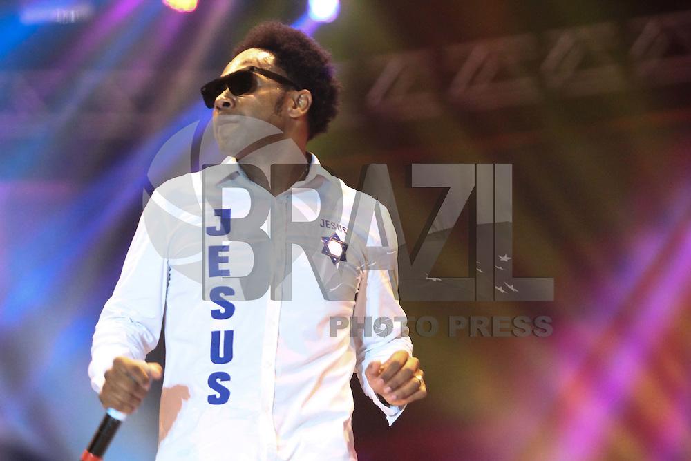 SÃO PAULO,SP, 26.05.2016 - MARCHA-JESUS -O cantor Talles Roberto se apresenta durante Marcha para Jesus na região norte de São Paulo nesta quinta-feira, 26. (Foto: Marcio Ribeiro/Brazil Photo Press)