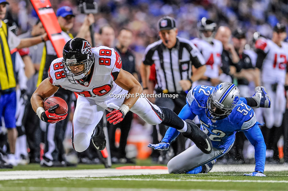 22 December, 2012:  Atlanta Falcons tight end Tony Gonzalez (88) battles with Detroit Lions outside linebacker Justin Durant (52) in game action.  The Atlanta Falcons defeated the Detroit Lions by the score of 31-18, at ford Field, in Detroit, Michigan.
