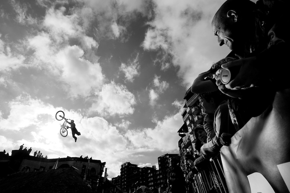 Rider: Darren Berrecloth Location Contest Roof and Slopestyle Avoriaz (France)