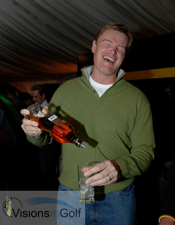 21 April 2005. Johnnie Walker Classic, Pine Valley Golf Club, Beijing, China. Ernie Els pours scotch at the player barmen evening.<br />