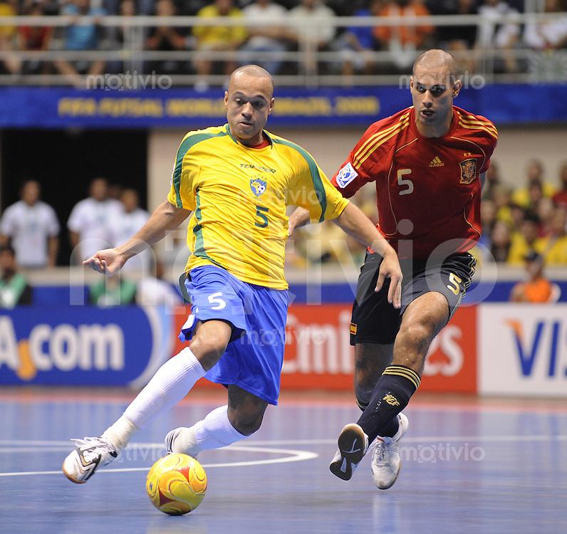 Fussball  International  FIFA  FUTSAL WM 2008   19.10.2008 Finale Brasilien - Spanien Brazil -  Spain Fernandao (re, ESP) gegen Cico (BRA)