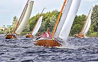 HEEG - Traditionele ronde- en platbodemjachten zeilen donderdag tijdens een reunie op het Heeger Meer. Dit zijn klassieke hollandse zeilboten, waaronder tjotters en  Friese jachten .  COPYRIGHT KOEN SUYK