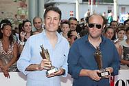 Giffoni Valle Piana (SA) 15.07.2012 - Giffoni Film Festival 2012.  Ale e Franz sul Red Carpet con le statuette del Festival. Foto Giovanni Marino
