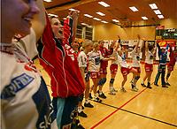 Håndball, 26. mars 2003, Gildeserien kvinner, Larvik-Stabæk. Larvik med Lene Rantala i spissen jubler for seriegull.