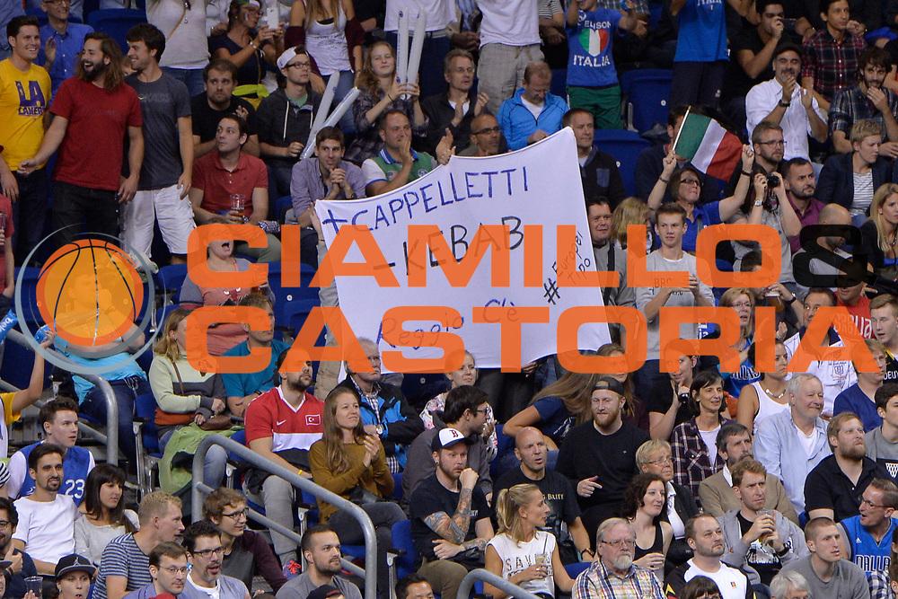 DESCRIZIONE : Berlino Berlin Eurobasket 2015 Group B Turkey Italy <br /> GIOCATORE : Pubblico<br /> CATEGORIA :Tifosi<br /> SQUADRA : Italy<br /> EVENTO : Eurobasket 2015 Group B <br /> GARA : Turkey Italy<br /> DATA : 05/09/2015 <br /> SPORT : Pallacanestro <br /> AUTORE : Agenzia Ciamillo-Castoria/Mancini Ivan<br /> Galleria : Eurobasket 2015 <br /> Fotonotizia : Berlino Berlin Eurobasket 2015 Group B Turkey Italy