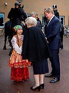 LEEUWARDEN - Koning Willem-Alexander en prinses Beatrix tijdens de premiere van de muziek- en theatervoorstelling De Stormruiter.