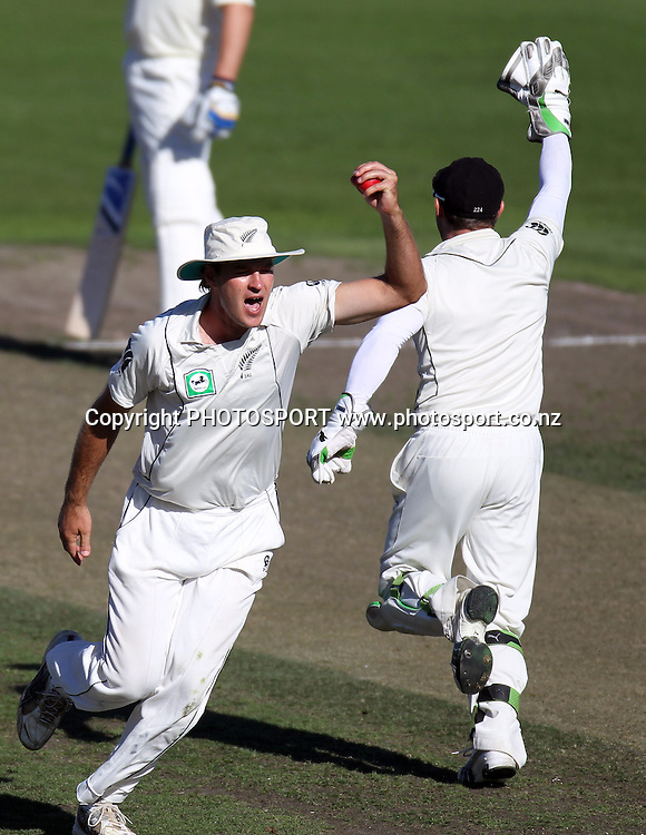 Tim McIntosh celebrates taking a catch to dismiss Mitchell Johnson off the bowling of Vettori.<br />