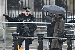 © Licensed to London News Pictures. 09/04/2018. London, UK. Police are seen closing Roads surrounding Buckingham Palace where a suspicious abandoned vehicle was found. . A man was seen being arrested near the scene. The incident is being dealt with by the Anti Terror unit. Photo credit: Ben Cawthra/LNP