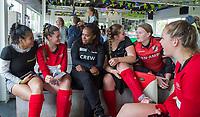 AMSTERDAM -  Maartje Scheepstra spreekt met studenten.   Deloitte Students Hockey Trophy .     COPYRIGHT KOEN SUYK