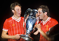 Fotball<br /> Liverpool<br /> Foto: Colorsport/Digitalsport<br /> NORWAY ONLY<br /> <br /> Alan Kennedy and Phil Neal (Liverpool) celebrate victory with the trophy. Liverpool v Roma. European Cup Final 1984.