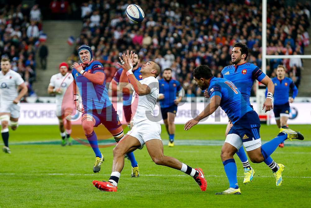 England Outside Centre Jonathan Joseph takes a high ball under pressure from France Winger Wesley Fofana - Mandatory byline: Rogan Thomson/JMP - 19/03/2016 - RUGBY UNION - Stade de France - Paris, France - France v England - RBS 6 Nations 2016.