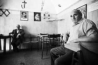 """""""Salento on Street"""".e? un lavoro fotografico che ha come oggetto scene quotidiane, che avvengono in strada o in luoghi pubblici salentini...centro storico di Matino-un circolo"""
